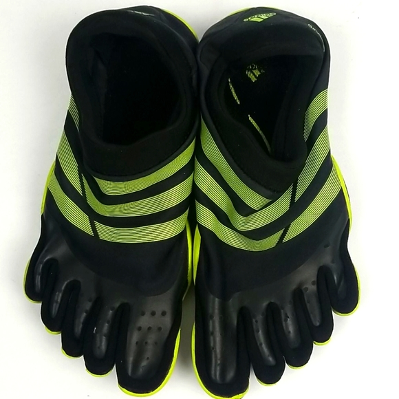 Adidas 5 Finger Shoes Size M8